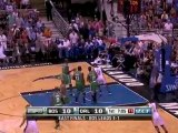 Dwight Howard throws down a huge one-handed jam off the pass
