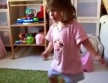 bébé dance sur titou le lapinou