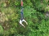 saut à l'élastique de GUI sur le pont napoleon 90m de haut