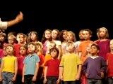 Fin d'année de CP: Chorale au théatre de St Maur
