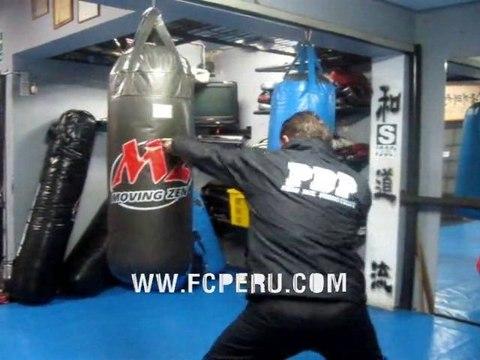 Instruccional de Boxeo Tailandés, utlizando el Saco de Boxeo