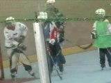 Loïc fait du Hockey - à poils Loïc !