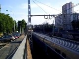 des trains  ter+ des trains TGV  qui s 'arréte au feu rouge et il redémarre au feu orange+train TGV à Lyon le 27/06/10