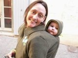 Les vestes de portage Dua de ZOli : maman, papa et capuchons