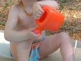 Vacances 2010 - Emma piscine