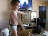 Mathéo mon petit pirate danse