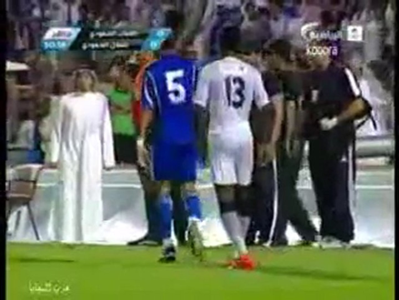 Tuffo a bordo campo per un giocatore arabo