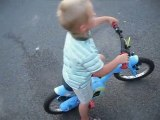 enzo fait du vélo le 20 aout 2010