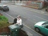 Angleterre : une femme jette un chat