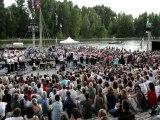 Le Bagad de Lann-Bihoué en concert pour la Caravane