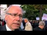 Claude Baty lors du cercle de silence contre la loi Besson