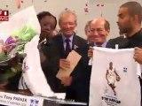 Tony Parker inaugure des gymnases à Charenton