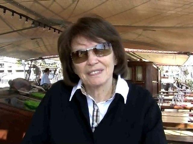 Danielle Mitterrand avec les porteurs d'eau à Marseille