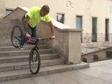VTT Trial Vincent Hermance descente escalier sur une roue!!