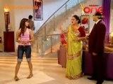Woh Rehne Waali Mehlon Ki - 12th October 2010 - Part1