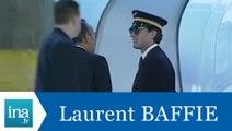 """Laurent Baffie: caméra cachée à l'aéroport"""" - Archive INA"""