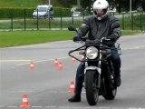 Apprentissage de la moto - Evitement à droite