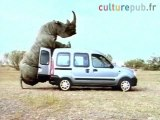 Un rhinocéros s'accouplant avec sa nouvelle copine