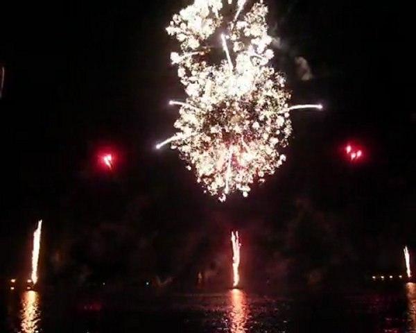 Feu d'artifice fireworks - Enghien les bains (18/06/2011) http://lololameche.over-blog.com