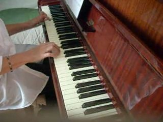 Premier essai de piano filmé