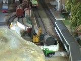 Trains miniatures: départ  d'un train de voyageurs de la gare de Derneville