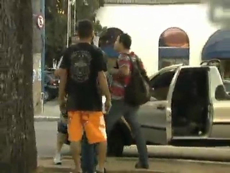 flagrante no trânsito Após briga, motorista tenta atropelar motociclista em SP-globo.com