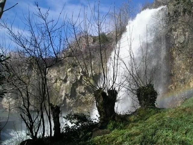 La voix de la cascade de Salles-la-Source