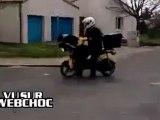 la poste tente un wheelie
