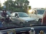 Inde 2010 - Jammu - A l'arrêt au carrefour