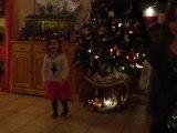 Noel : 24/12/2010 : danse Juliette et Fantine 2