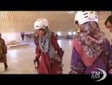 A Kabul una scuola di skateboard per sfuggire alla povertà. I ragazzi poveri tornano a scuola grazie allo sport