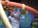 Jeanne sur son tapis d'éveil