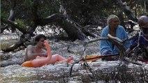 Sauvés des eaux par une poupée gonflable