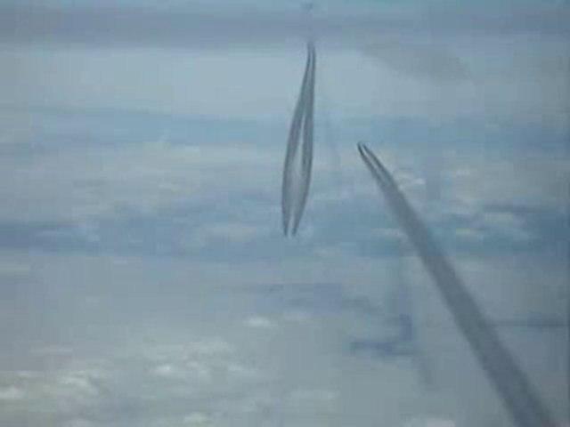 Chemtrails Depuis un Cockpit d'Avion Filmé par un Pilote