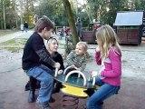 20110116 Les enfants font de la balançoire Merignac
