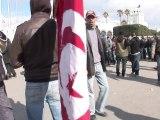 Ambiance toujours tendue dans la rue à Tunis