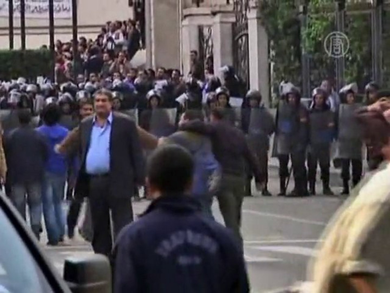Протесты в Египте не умолкают даже ночью