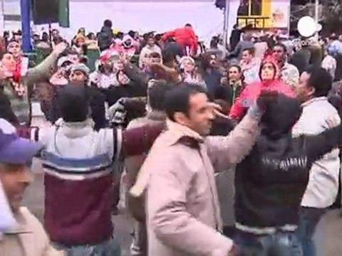 El gobierno egipcio pide a la población que vuelva al...