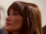 "Carla Bruni chante ""Douce France"" : zapping"