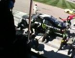 ROBBY GORDON'S PIT CREW IN ACTION AT LAS VEGAS NASCAR