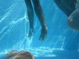 moi filmé par ju dans la piscine