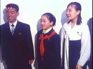 Kim Jong Il et Kim Jong Un visitent des familles 2