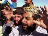 Egyptians crowd Libyan border to flee uprising