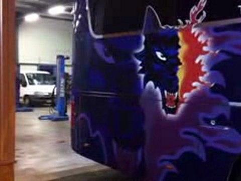 Le bus des Brûleurs de Loups
