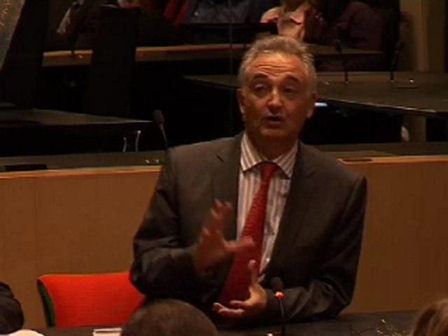 """Conférence - débat de Jacques Attali : """"Survivre aux crises"""""""