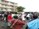 Voici les marcheurs aux mains nues de Dramane Ouattara