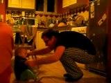 Choupette dans la capucine avec papa