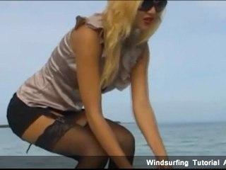 Peut-elle surfer en mini-jupe ?