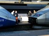 Un TGV Duplex s'attele à un TGV Réseau, en gare de Lyon Part-Dieu