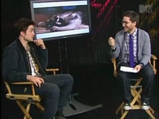 Robert talking about Tai & cracking his knuckles